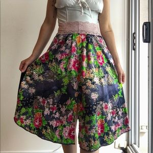 Silky floral skirt w lace and velour size 8-12